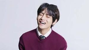 V BTS Pecahkan Rekor Gangnam Style dengan OST Itaewon Class