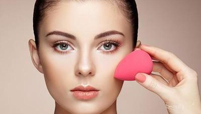Gimana sih cara pakai Beauty Blender yang benar ladies?