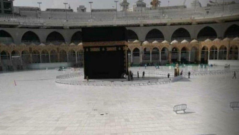 Kedua Masjid itu akan dibuka kembali setelah shalat Subuh, di Madinah sendiri kebijakan serupa juga diterapkan. (Dok: Haramain Info)