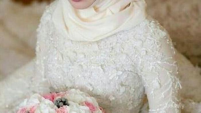 [FORUM] gimana pendapat kamu melihat wanita hijab menikah tapi pakai gaun pernikahannya ketat?