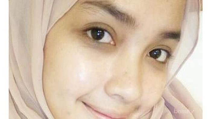 Lebih Cantik atau Enggak, Selebgram Ini Selalu Cuek Tampil Tanpa Makeup