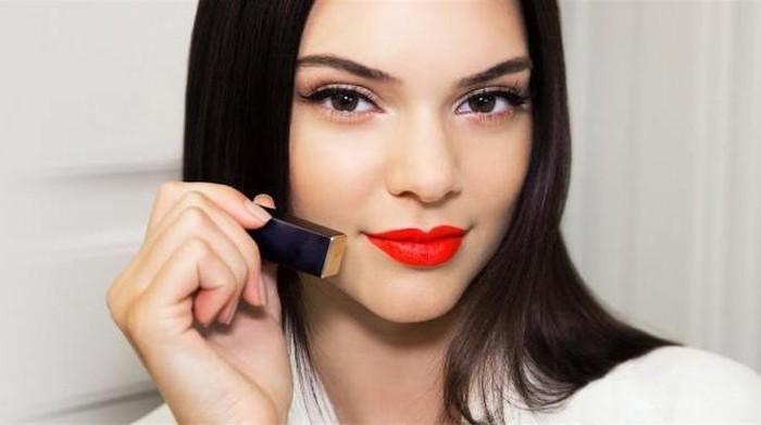 [FORUM] Pede enggak kalo pake lipstik merah ke mana-mana?