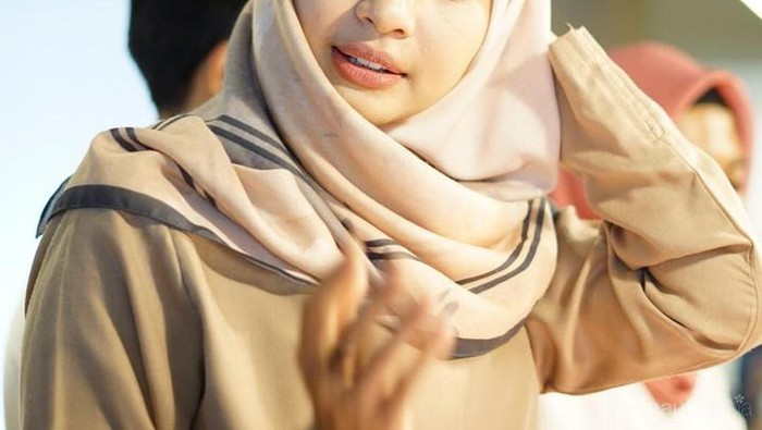 Hijab yang Cocok Untuk Kondangan Selain Organza Apa Ya?