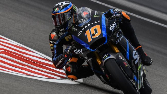 SKY Racing Team VR46s Italian rider Luca Marini takes a corner during the first Moto2 free practice at the Sepang International Circuit on November 1, 2019, ahead of the Malaysian motorcycle Grand Prix. (Photo by Mohd RASFAN / AFP)