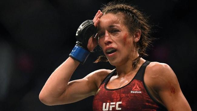 FOTO: Dahi Benjol, Duel Seru Weili vs Jedrzejczyk di UFC 248
