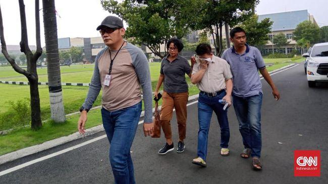 Seorang oknum pendeta di Surabaya, HL (57) ditangkap polisi lantaran diduga mencabuli jemaatnya selama belasan tahun.