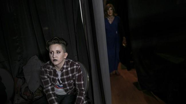 Puluhan transgender AS dari usia remaja hingga lanjut usia berlenggak-lenggok di atas runway mengekspresikan identitas gender mereka.