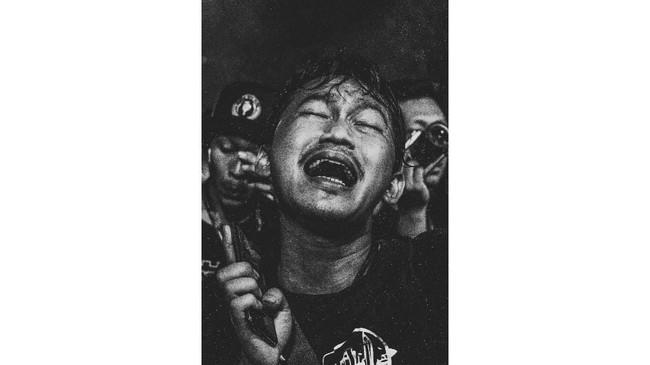 Dengan lantunan lagu pop-campursari berbahasa Jawa, Didi Kempot selalu bisa membuat penggemarnya, Sobat Ambyar, joget asik sepanjang konser.