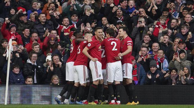 Gol dari Anthony Martial membuat MU unggul atas Manchester City di babak pertama dalam laga lanjutan Liga Inggris.