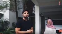 <p>Pasangan selebriti Irish Bella dan Ammar Zoni menempati rumah baru mereka. Irish dan Ammar tinggal di sebuah town house di kawasan Jakarta. (Foto: YouTube Aish TV)</p>