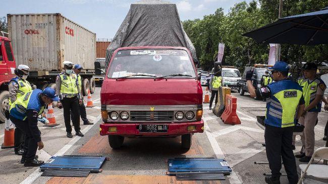 Kemenhub menghentikan sementara pengawasan truk ODOL di jalan tol untuk mencegah penyebaran wabah virus corona ke petugas.