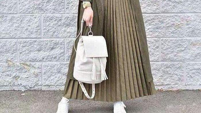 Menarik, Ini Inspirasi Padu Padan Rok Plisket Hijab untuk Musim Hujan yang Bisa Kamu Coba!