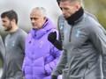 Tottenham Kritik Latihan Mourinho yang Abaikan Jaga Jarak
