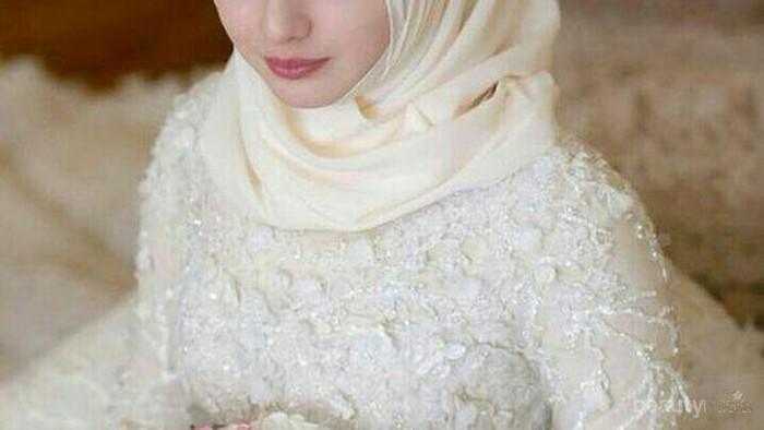 Anggun dan Simpel, Ini Dia Inspirasi Gaun Pernikahan Muslimah Ala Malaysia!