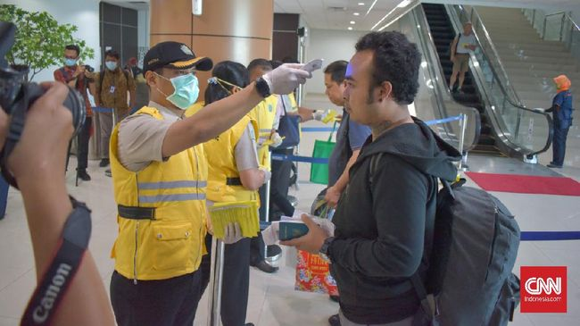 Rata-rata penumpang di Bandara Supadio kurang dari 100 orang sejak pemerintah mengonfirmasi virus corona di RI.