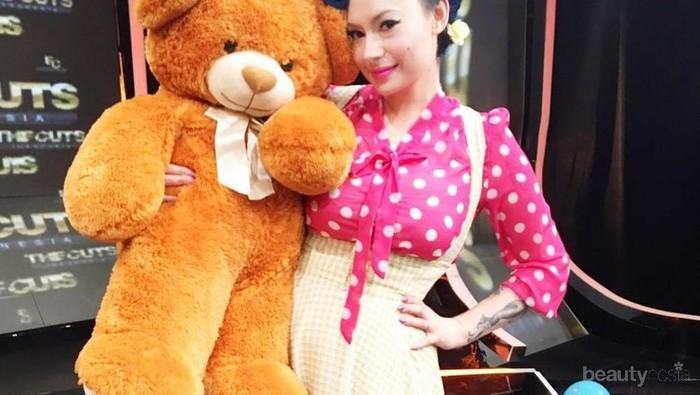 Hampir Jarang Terlihat Tampil Biasa, Ini Gaya Fashion Claudia Adinda yang Beda dari Lainnya
