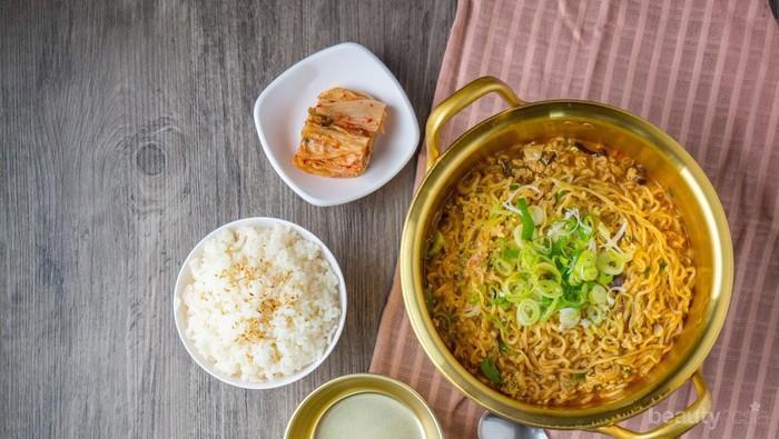 [FORUM] Makan mie Instan ditambah nasi katanya ga bagus, beneran?