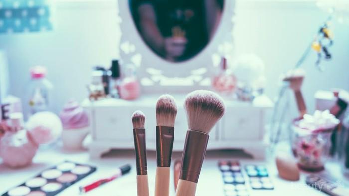 Inilah 5 Akibat dari Menggunakan Brush Make Up yang Kotor