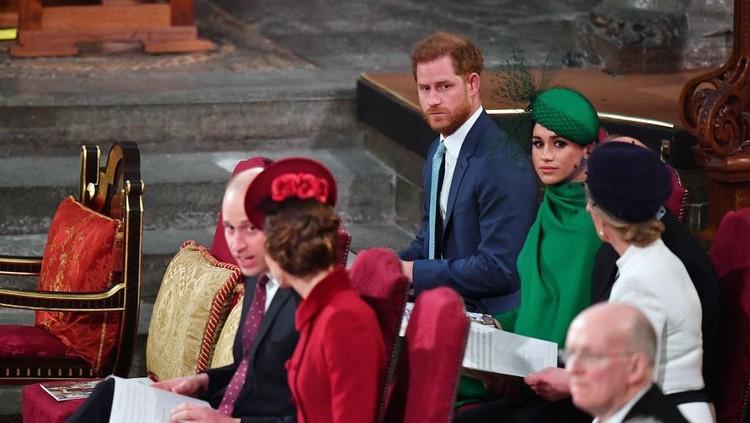 Pangeran William dan Harry sebelumnya diketahui sebagai saudara yang punya hubungan erat, tapi kini hubungan mereka tidak lagi dekat. Kenapa ya Bun?