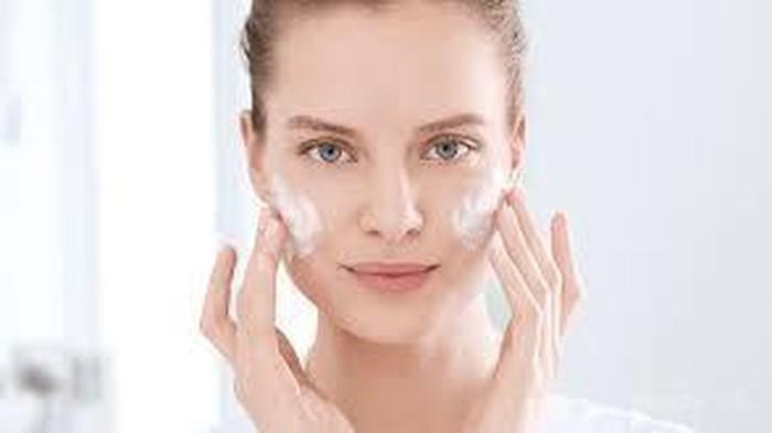 [FORUM] Rekomendasi skincare terbaik untuk kulit kering bukan krim racikan dokter yah ladies