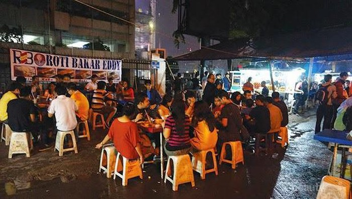 Ladies, Sudah Tahu Belum Tempat Makan Kaki Lima Paling Hits di Jakarta Ini?