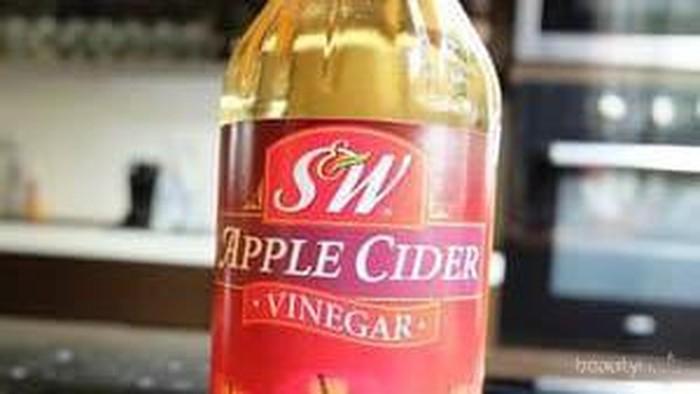 Pernah merasa kulit panas saat pakai cuka apel ke wajah?
