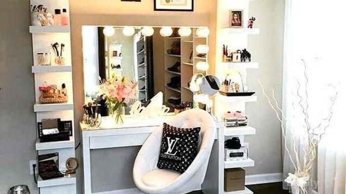 Gimana kamu mengatur alat makeup kamu di meja? Pakai tas atau box?