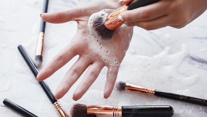 Bingung Kapan Sebaiknya Brush Make Up-mu Dibersihkan? Ini Dia Jawabannya!