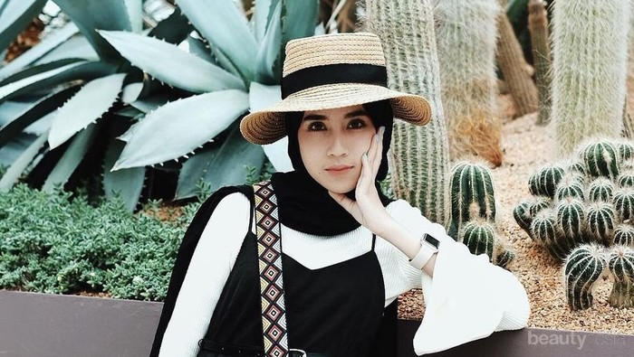 Nggak Mau Kelihatan Tua? Ini Dia Outfit Hijab yang Bikin Kamu Terlihat Awet Muda!