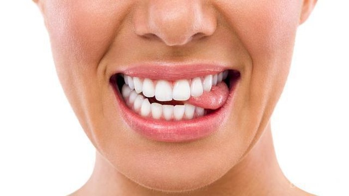 [FORUM] Pernah mengalami lidah sakit kegigit pas makan sesuatu?