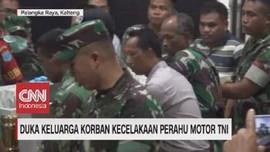 VIDEO: Duka Keluarga Korban Kecelakaan Perahu Motor TNI