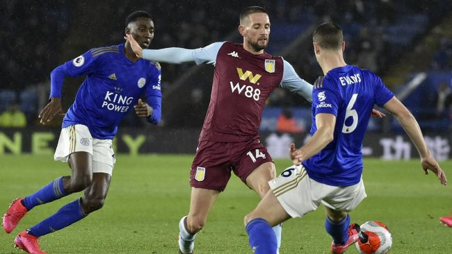 Aston Villa's Conor Hourihane vies for the ball with Leicester's Jonny Evans, right, during the English Premier League soccer match between Leicester City and Aston Villa at the King Power Stadium, in Leicester, England, Monday, March 9, 2020. (AP Photo/Rui Vieira)