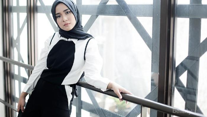 OOTD Style Hijab Modern ala Restu Anggraini yang Super Stylish