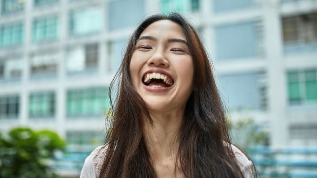 Virus corona membuat banyak orang harus mengisolasi diri yang dikaitkan dengan tingkat stres yang tinggi. Di saat seperti ini, tertawa dan lelucon dibutuhkan.