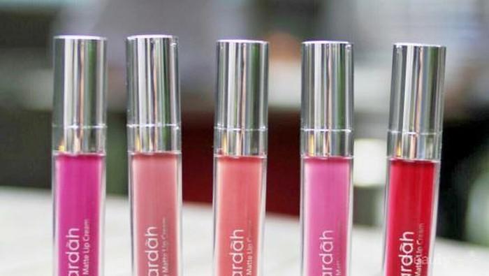 Warna lipstik Wardah yang cocok untuk kulit gelap apa ya?
