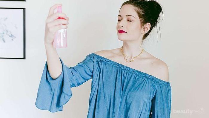 Kehabisan Make Up Setting Spray? Ternyata, Kamu Bisa Bikin Sendiri dengan Cara Mudah Ini!