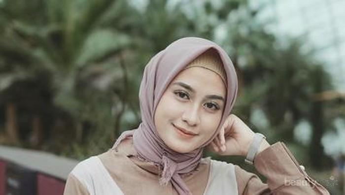 [FORUM] Tim Gaya Hijab Diikat Ke Belakang atau Hijab Menutup Dada?