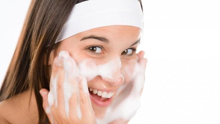 #FORUM Ladiesss, urutan bersihin makeup yang benar kayak gimana ya? share dong