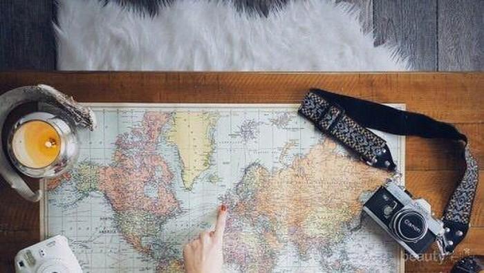 #FORUM Makeup apa aja yang wajib dibawa saat travelling?