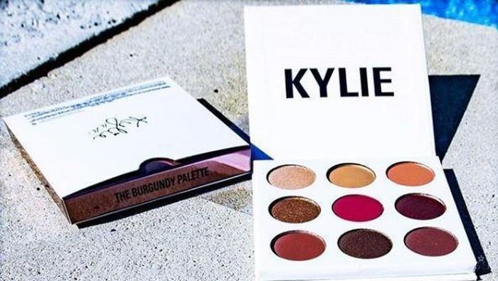 Tidak Hanya Lipstik, Kali Ini Kamu Bisa Coba Kylie Cosmetics Burgundy Palette