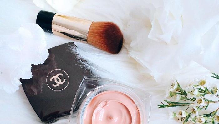 Mewah dan Ringan, Chanel Sublimage Le Teint Foundation Bikin Makeup Makin Classy!