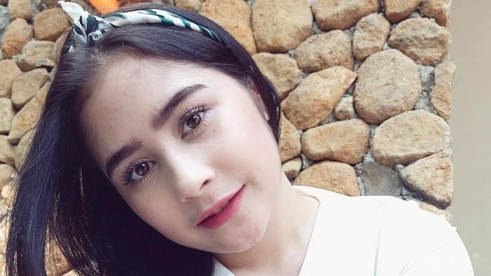 Ladies, 4 Warna Lipstik untuk Remaja Ini Ternyata Lagi Hits Banget Lho di 2017!