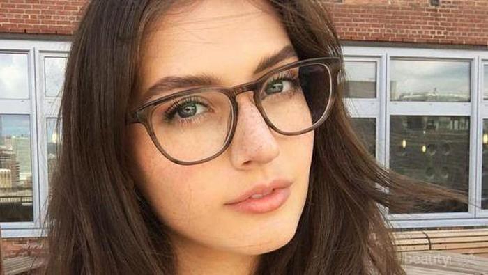 Stylish, Ternyata Ini Model Kacamata untuk Rambut Panjang yang Lagi Hits Banget!