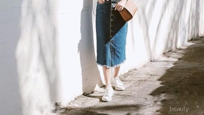 Ganti Gaya Biasa Kamu dengan Padu Padan Rok Jeans Panjang yang Lucu Buat Hangout Ini!