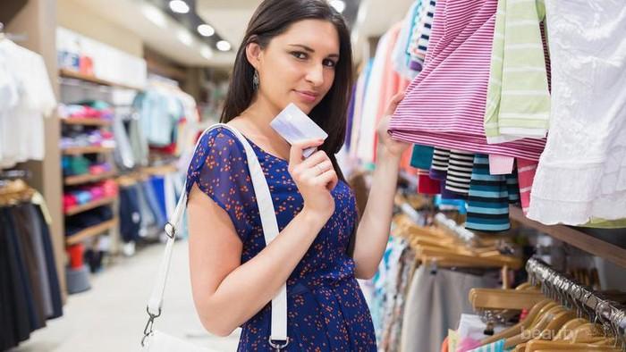 [FORUM] Mendingan belanja baju langsung atau di online shop sih?