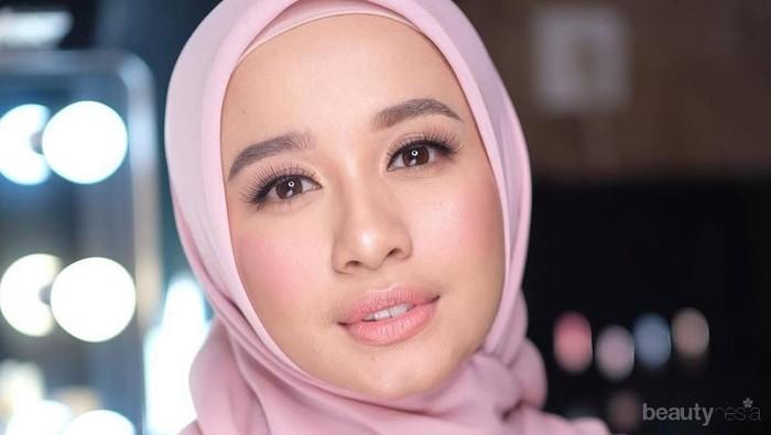 Tips Tampil Anggun dengan Hijab Menutup Dada ala Laudya Cynthia Bella