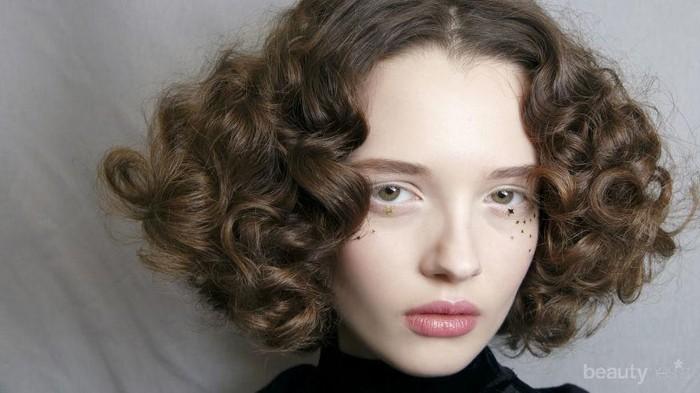 Jangan Sampai Direbonding! Begini Cara Merawat Rambut Keriting yang Benar Lho Ladies!
