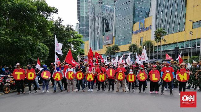 Masyarakat sipil menilai DPR memanfaatkan pandemi Covid-19 untuk mempercepat pembahasan RUU Omnibus Law Ciptaker.