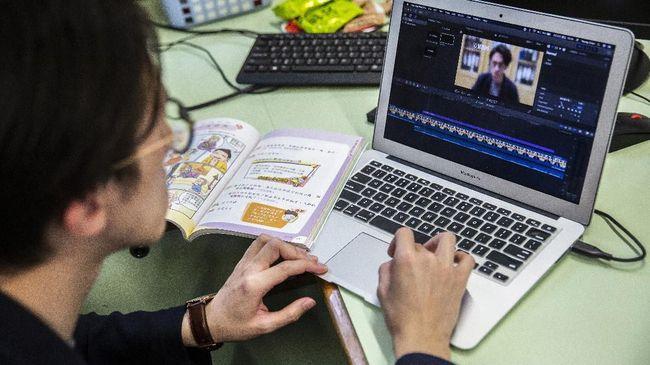 Mendikbud Nadiem Makarim mengakui tak semua daerah punya fasilitas daring, guru pun dituntut tak cuma pakai belajar daring dan beri tugas.
