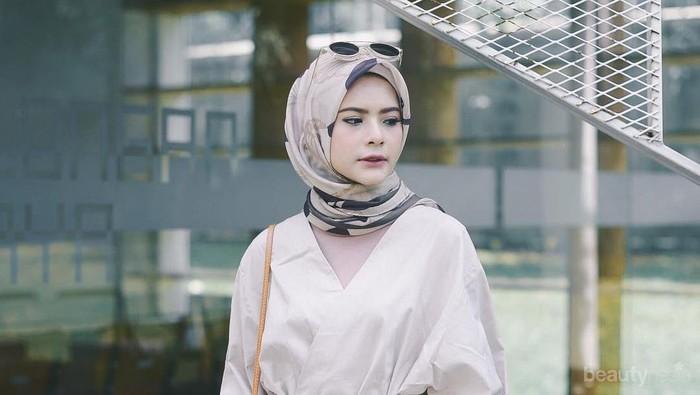 Punya Bentuk Super Gemas, Atasan Model Kimono Tali Seperti Ini Kini Hits Banget!